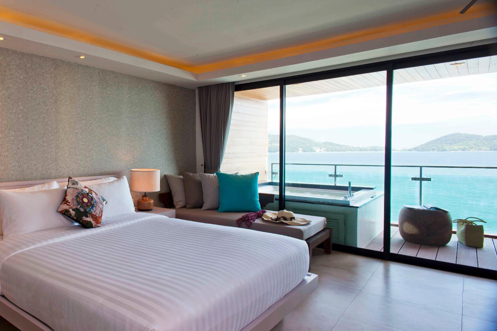 Premium Deluxe Sea View Room with Jacuzzi