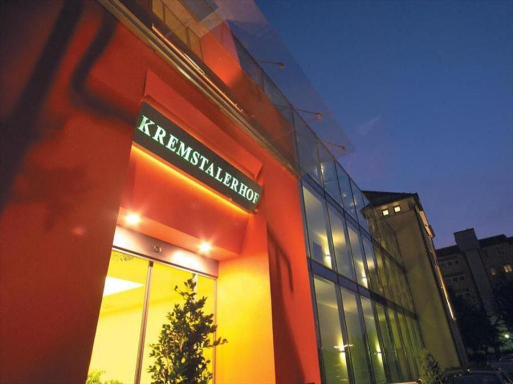 Manhattan Bar-Lounge, 4060 Leonding, Bar-Cafe - Herold