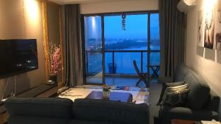 Deluxe 5 star high floor sea view at downtown area