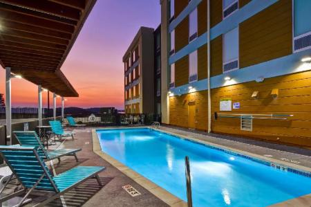 Swimming pool [outdoor] Home2 Suites by Hilton Hot Springs