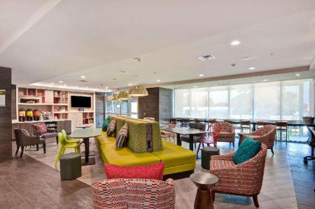 Lobby Home2 Suites by Hilton Hot Springs