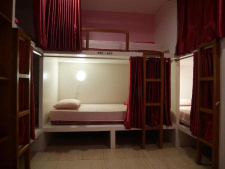 1 Person in 6-Bed Dormitory - Female Only - Bedroom Sleepy Raccoon Hostel