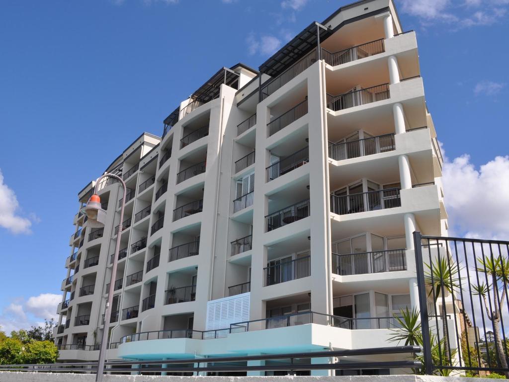 Book Goldsborough Place Apartments (Brisbane)