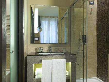 Bathroom Rome Life Hotel