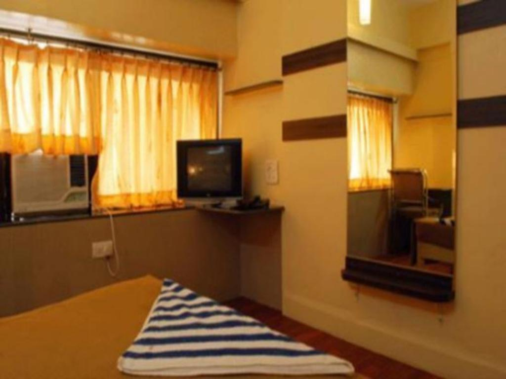Standard Air Conditioning - Guestroom Hotel Golden Palace