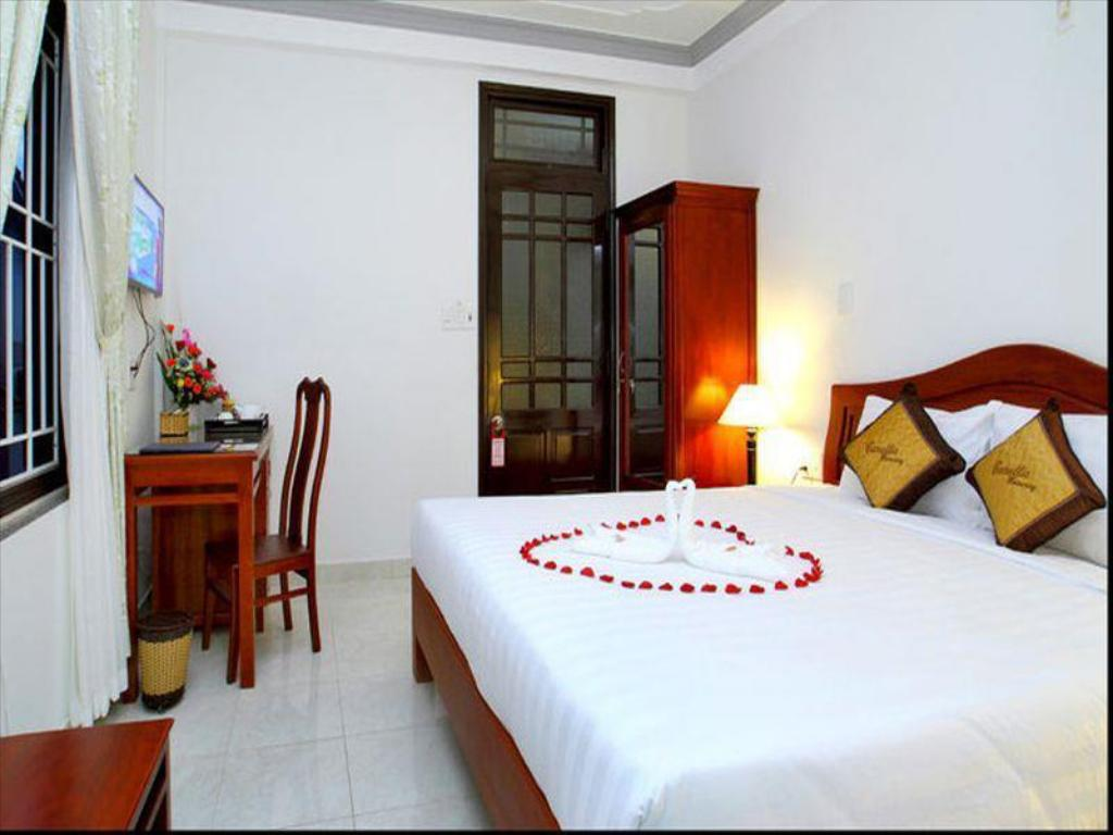 Standard Double - Bed Camellia Homestay
