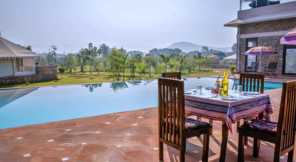 Swimming pool [outdoor] Sultanbagh Jungle Camp - Ranthambore