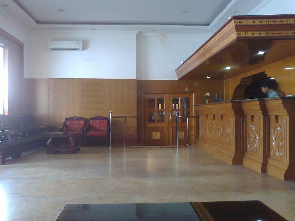 Lobby Hotel Mount Heera - Close to Chennai Airport