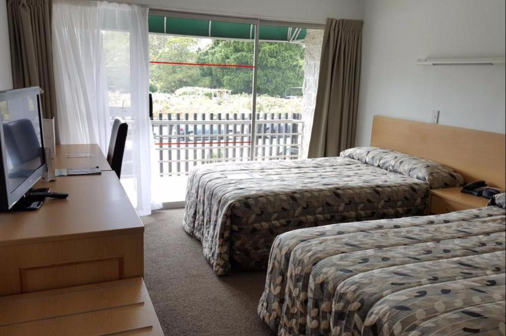 Standard Twin Room - Guestroom Auckland Rose Park Hotel
