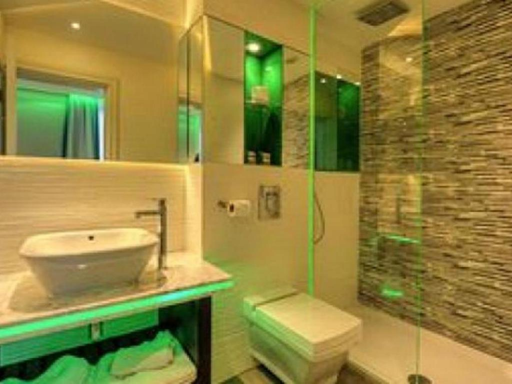 Bathroom Hotel Indigo - Edinburgh - Princes Street