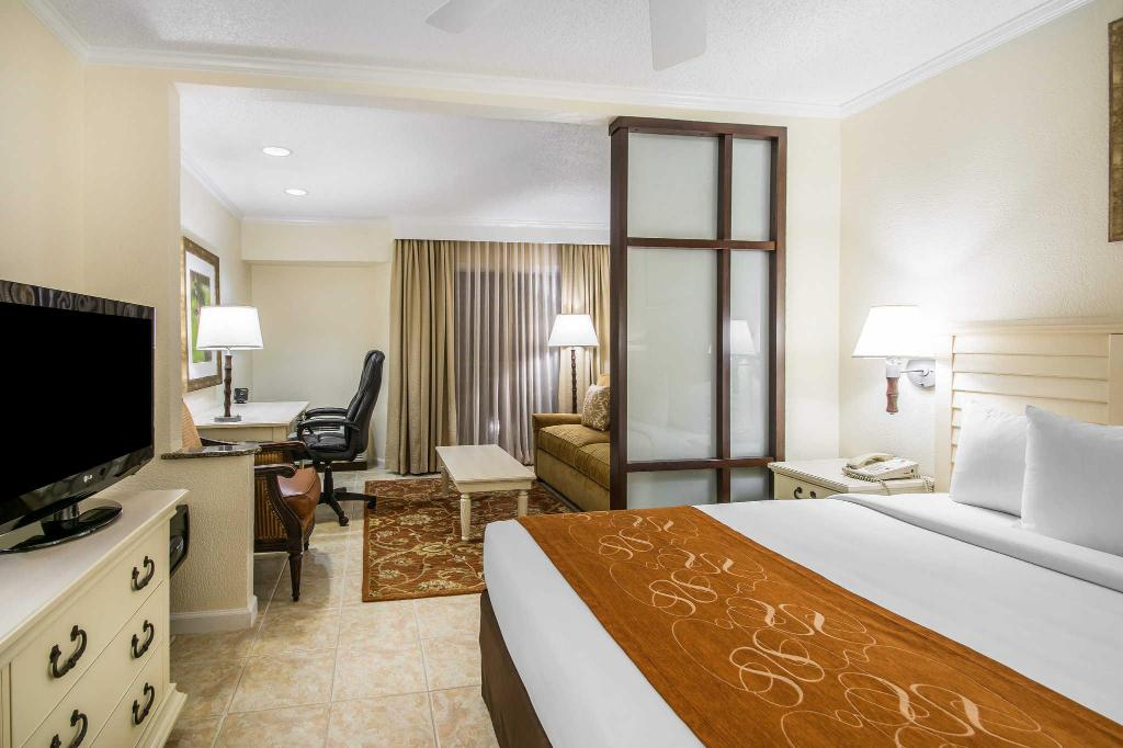 1 King Bed Superior Suite, No Smoking - Gastenkamer Comfort Suites Paradise Island Nassau