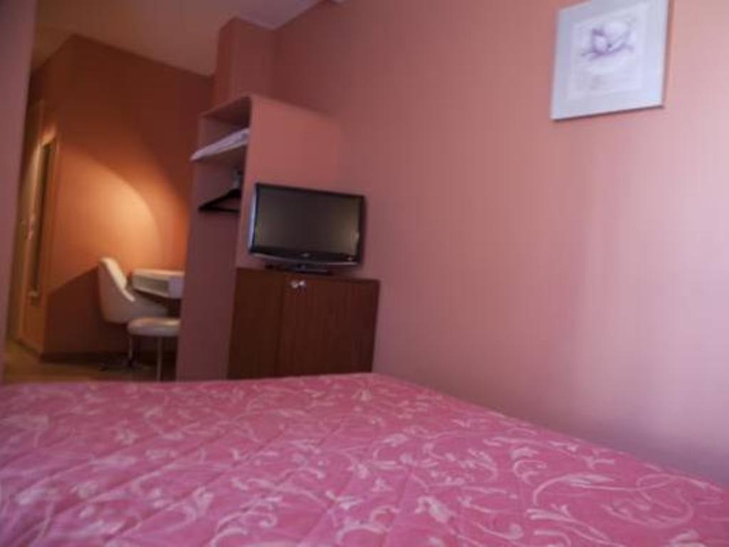 Hotel Des Pyrenees In Paris Room Deals Photos Reviews