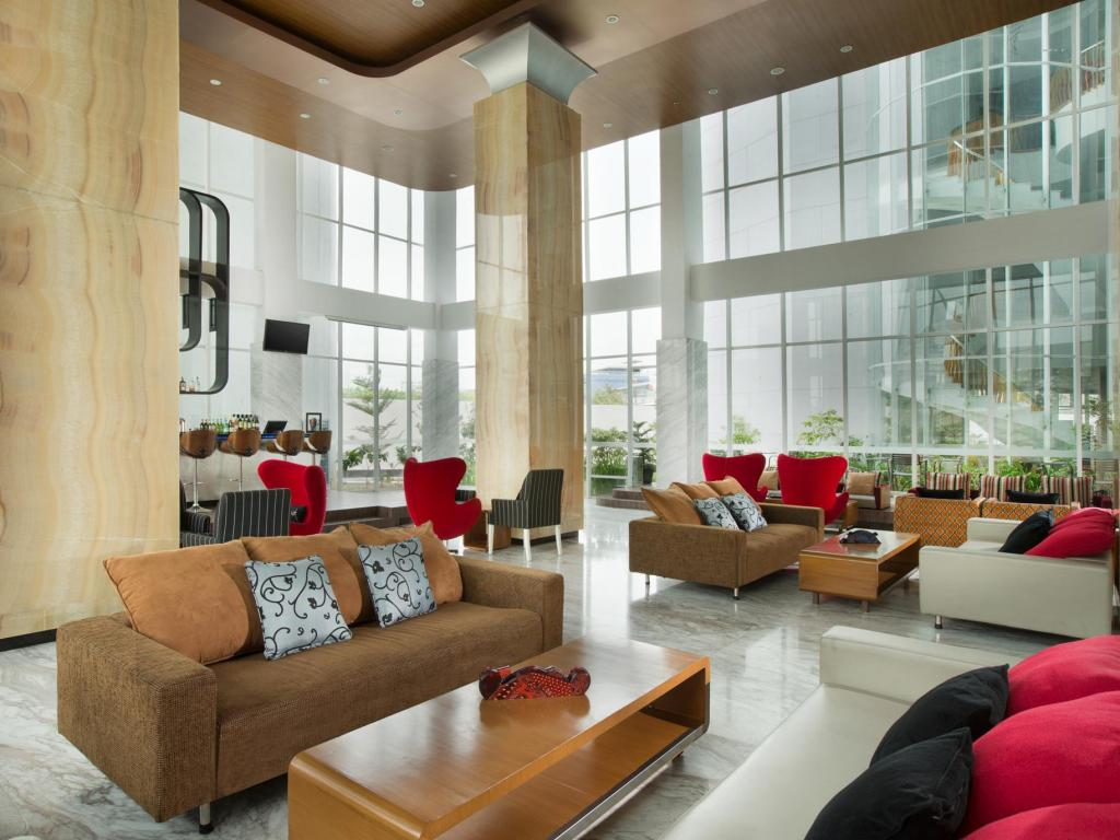 Lobby Hariston Hotel and Suites