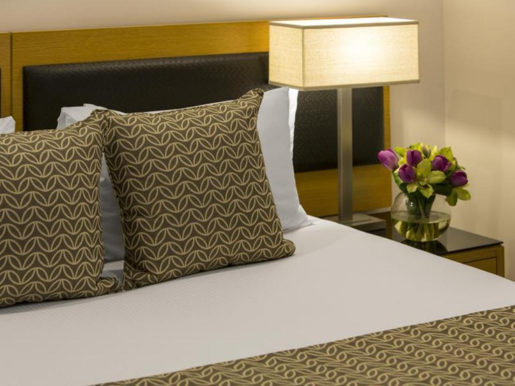 King Room - Bed Oaks Elan Darwin