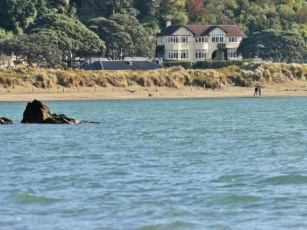 Beachfront Wellington Bed And Breakfast In New Zealand