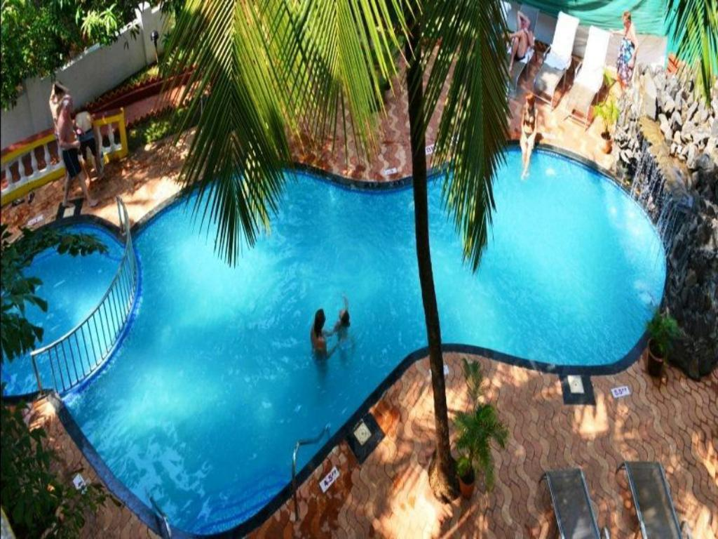 Swimming pool Hotel Silver Sands Sunshine - Angaara