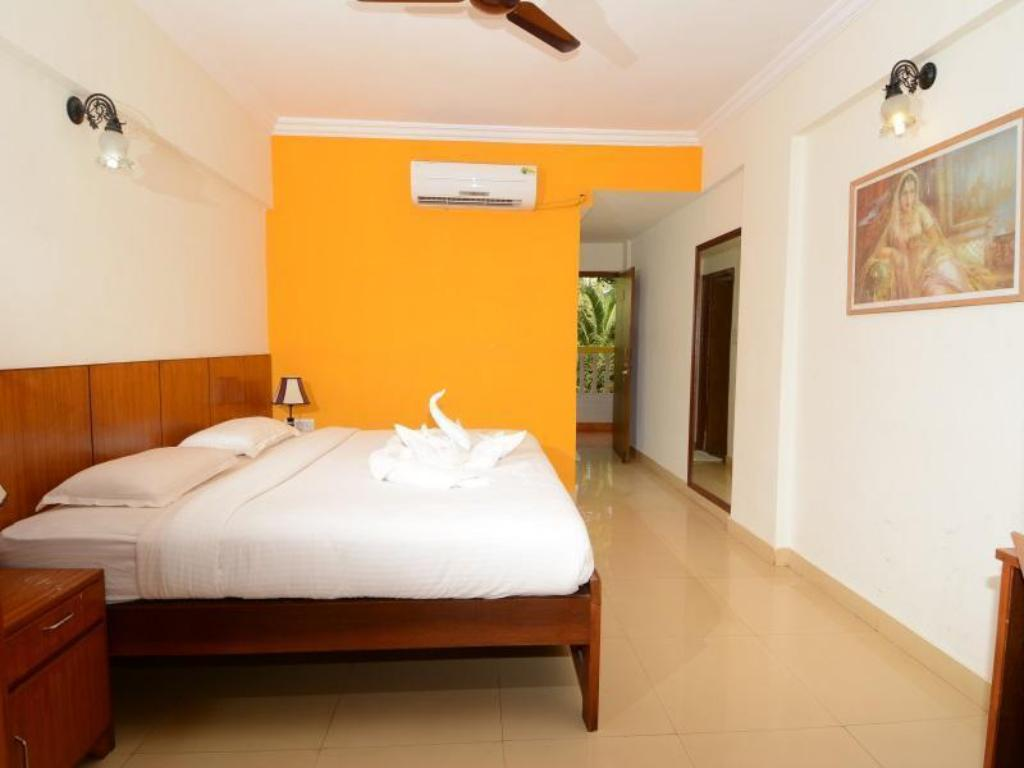Deluxe Rooms - Bed Hotel Silver Sands Sunshine - Angaara