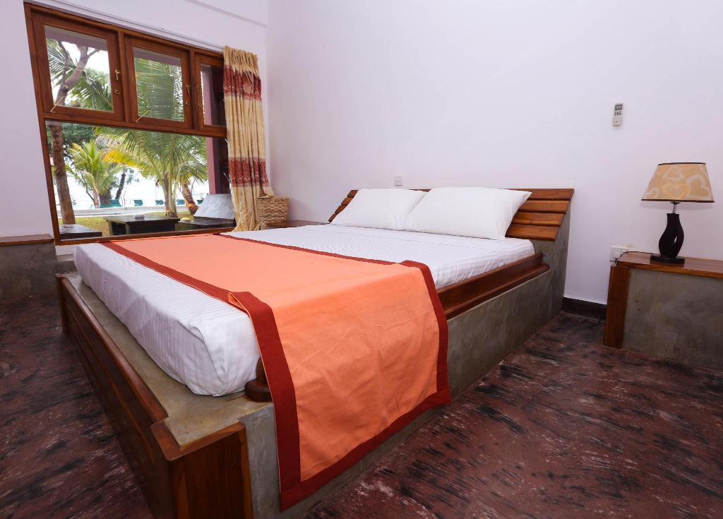 Deluxe Double with Lake View - Bed Thidas Arana Lake