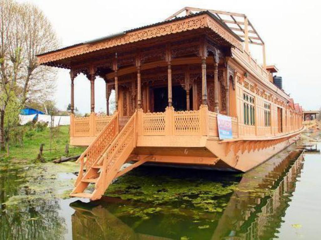 More about Canada Houseboats