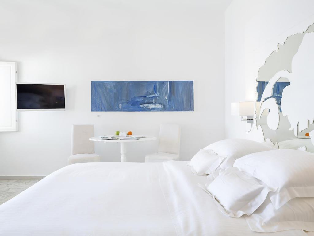 Junior Suite with Plunge Pool Canaves Oia Suites & Spa