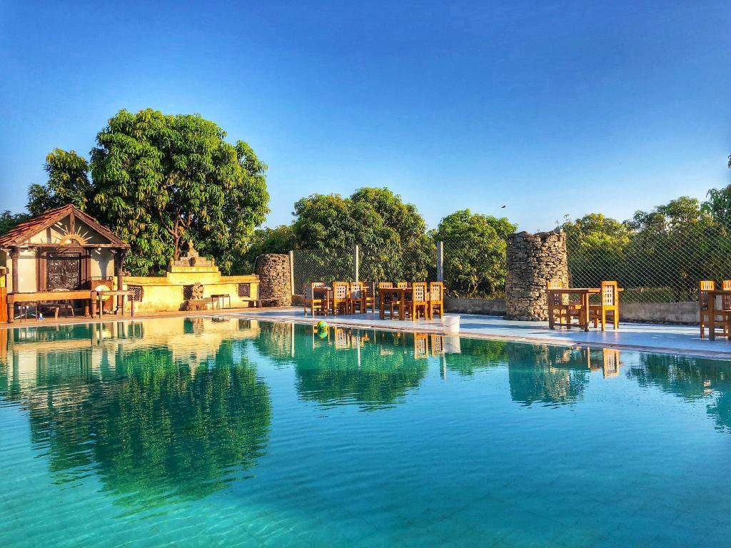 More about Gir Lions Paw Resort
