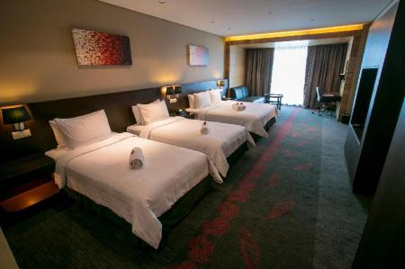 Deluxe City View Family Room - Bed Hotel Grandis