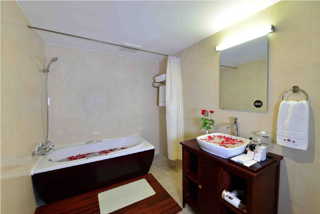 Cherry Executive Room