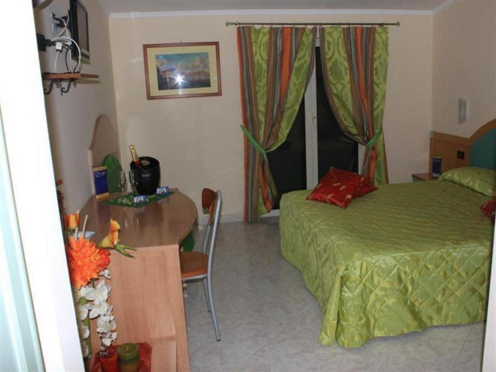 Double Room with Balcony - Guestroom Hotel Mirage