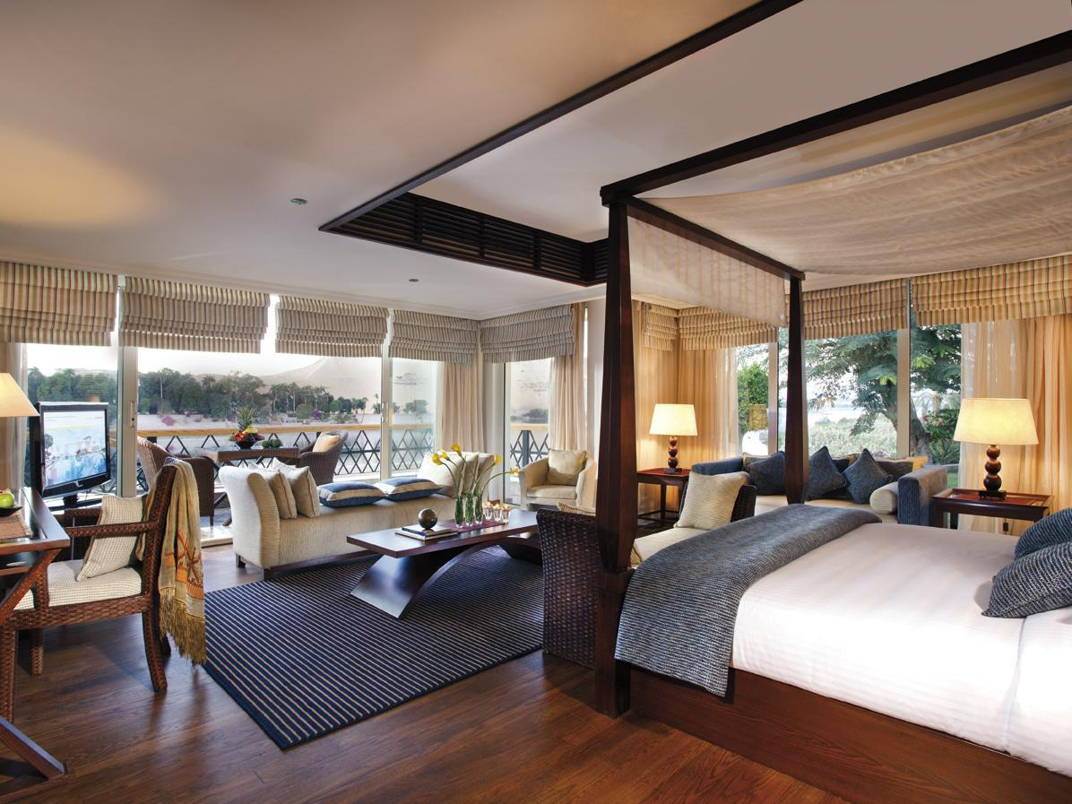 Royal Suite with King Bed and 2 Twin Beds