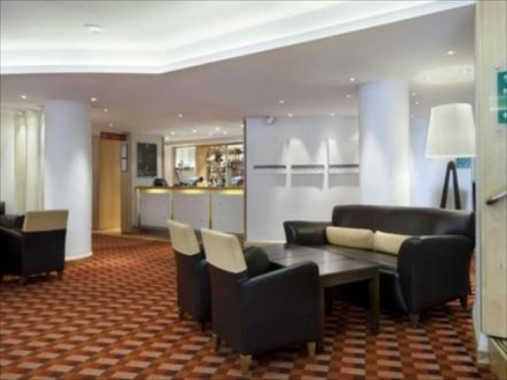 Lobby Holiday Inn Basingstoke