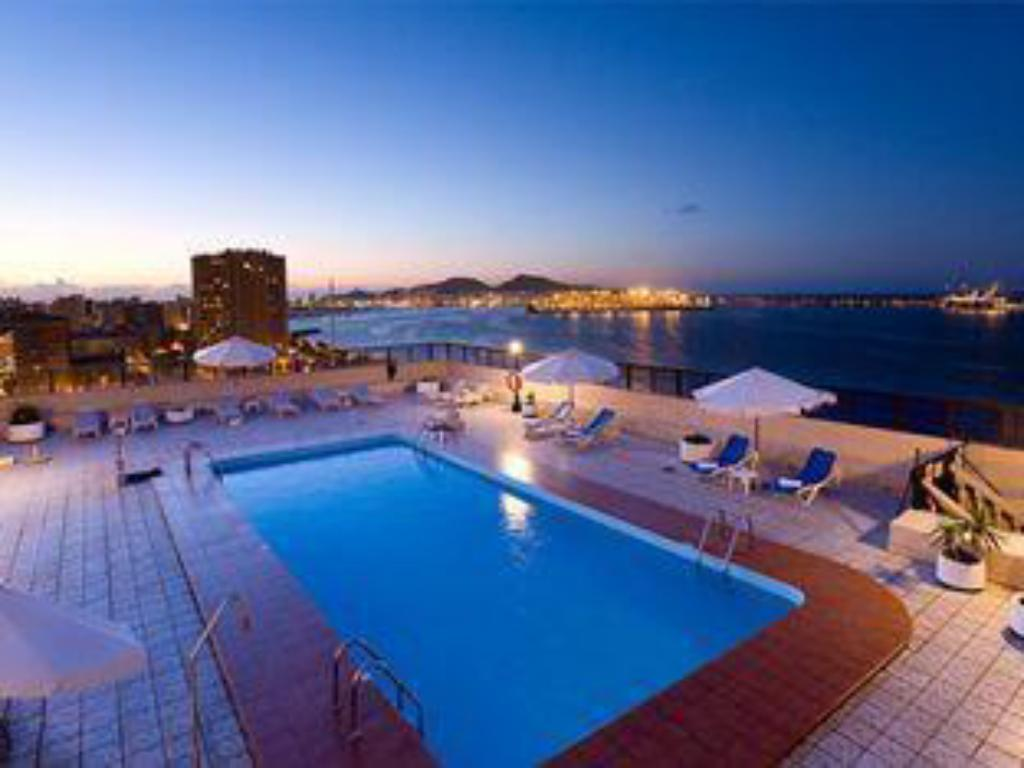 Swimming pool TRYP Las Palmas Iberia Hotel