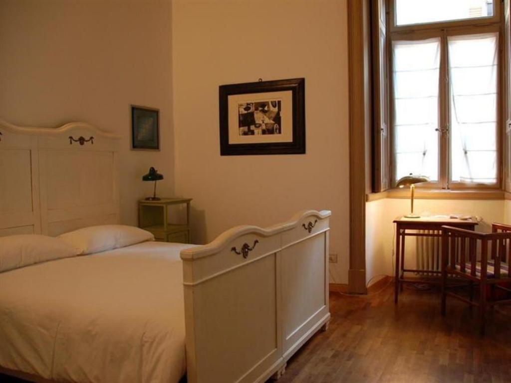 Double or Twin Room with Shared Bathroom - Guestroom Le 5 Vie B&B