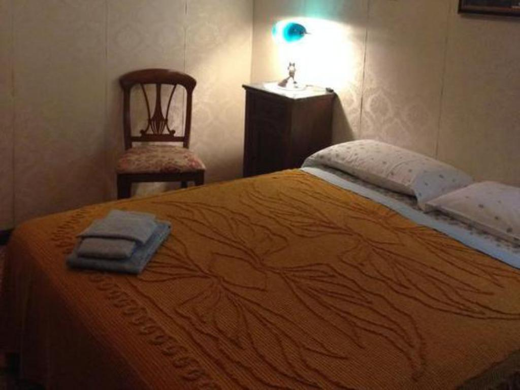 Double or Twin with Shared Bathroom - Bed B&B Regina Elena