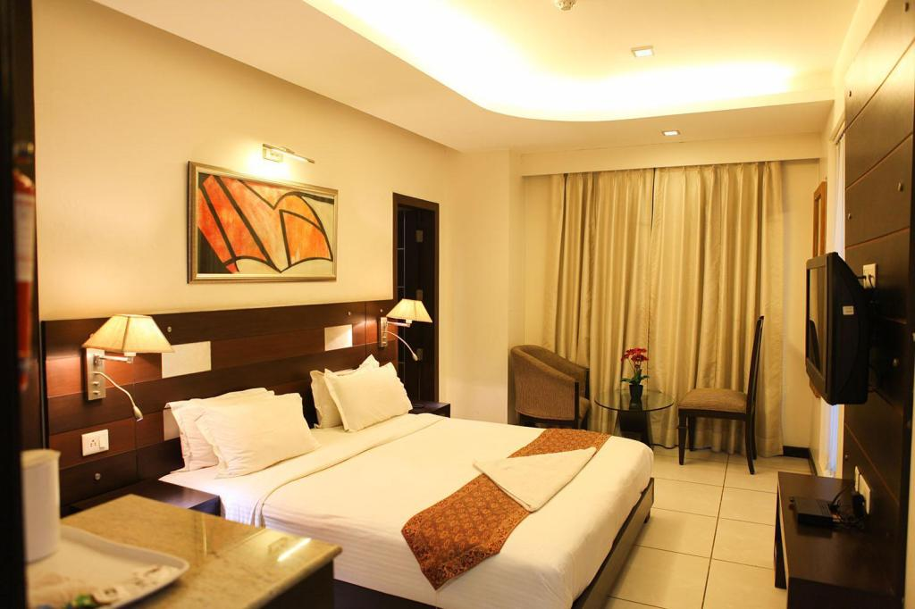 Super Deluxe Room - Bed Hotel Golf View Suites