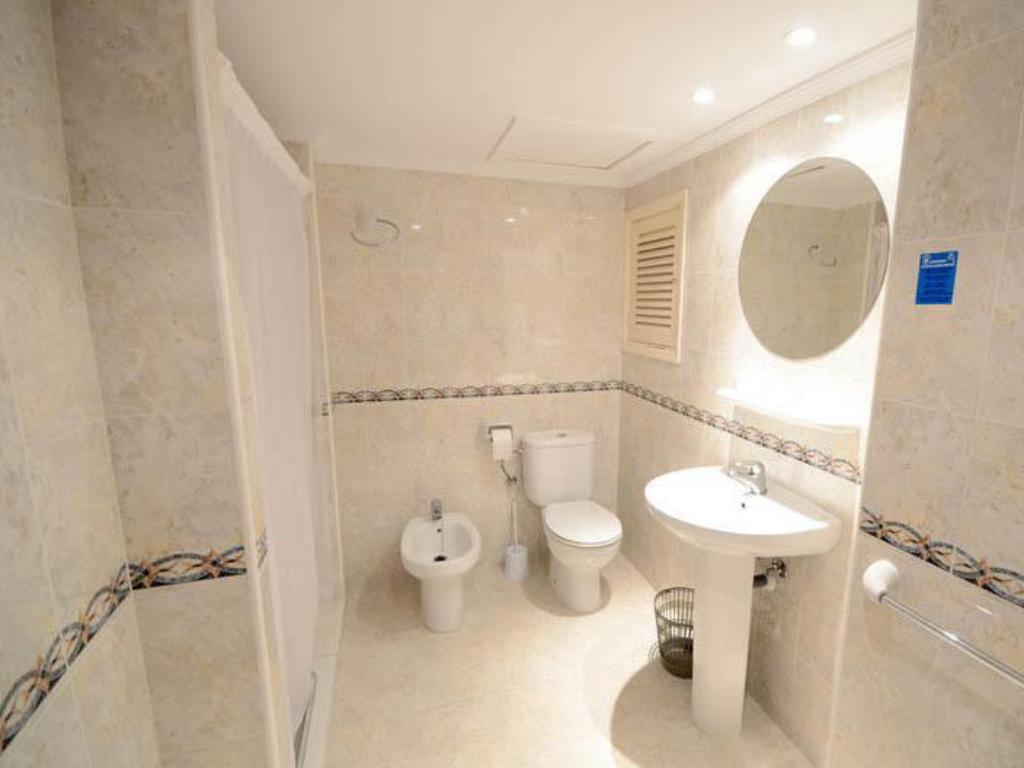 Bathroom Hostal Mayol