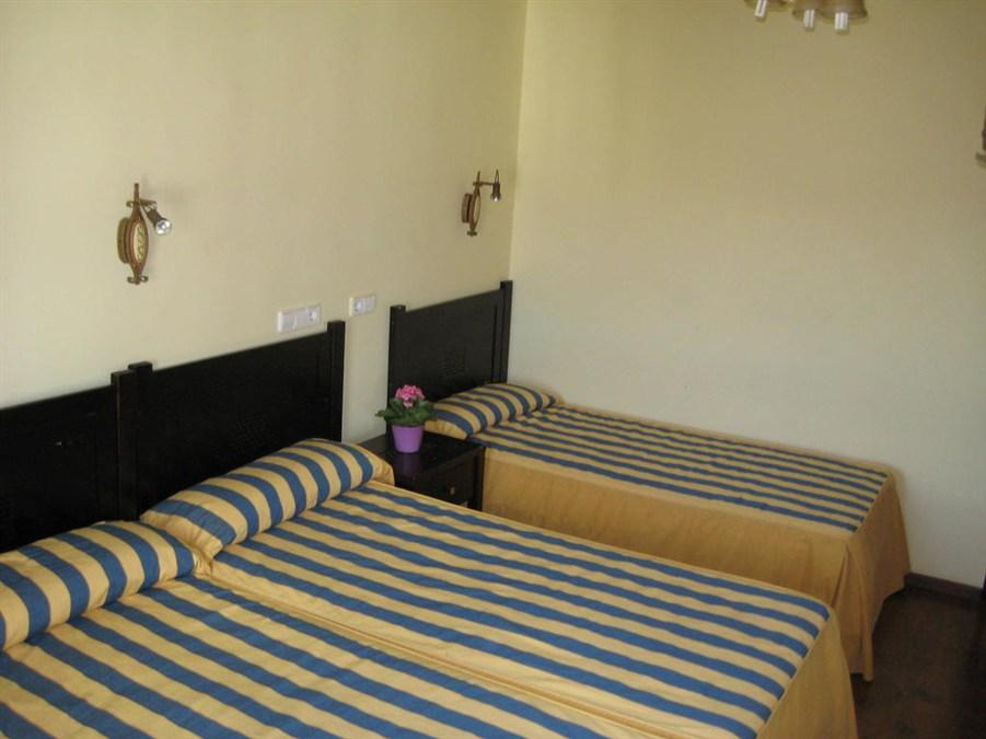 Triposteljna soba s skupno kopalnico (Triple Room with Shared Bathroom)