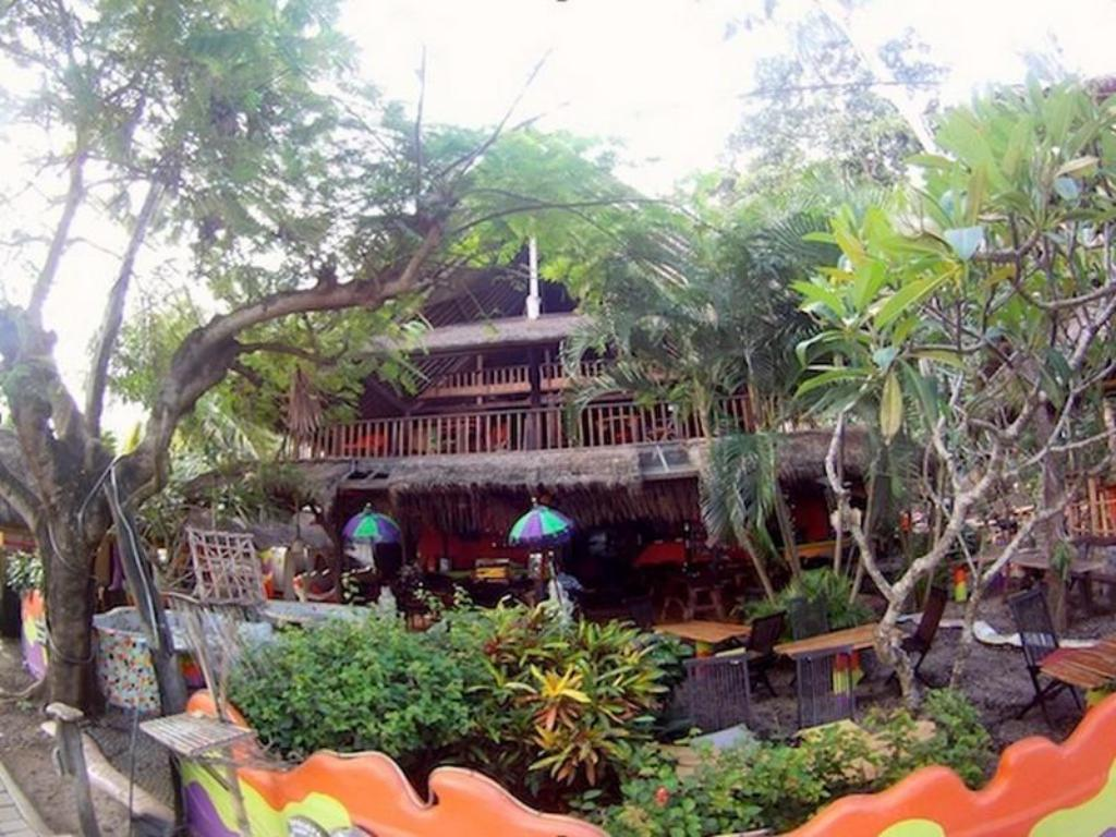 Exterior view Topi Inn
