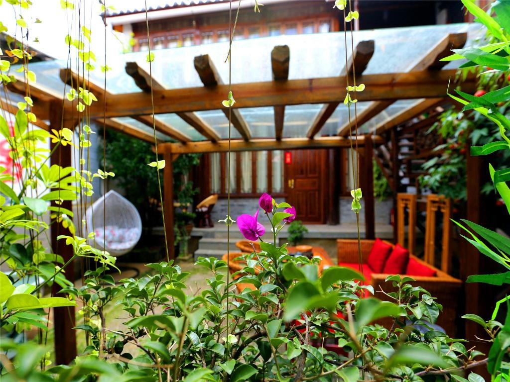 Interior view Lijiang Just Waiting For You Inn