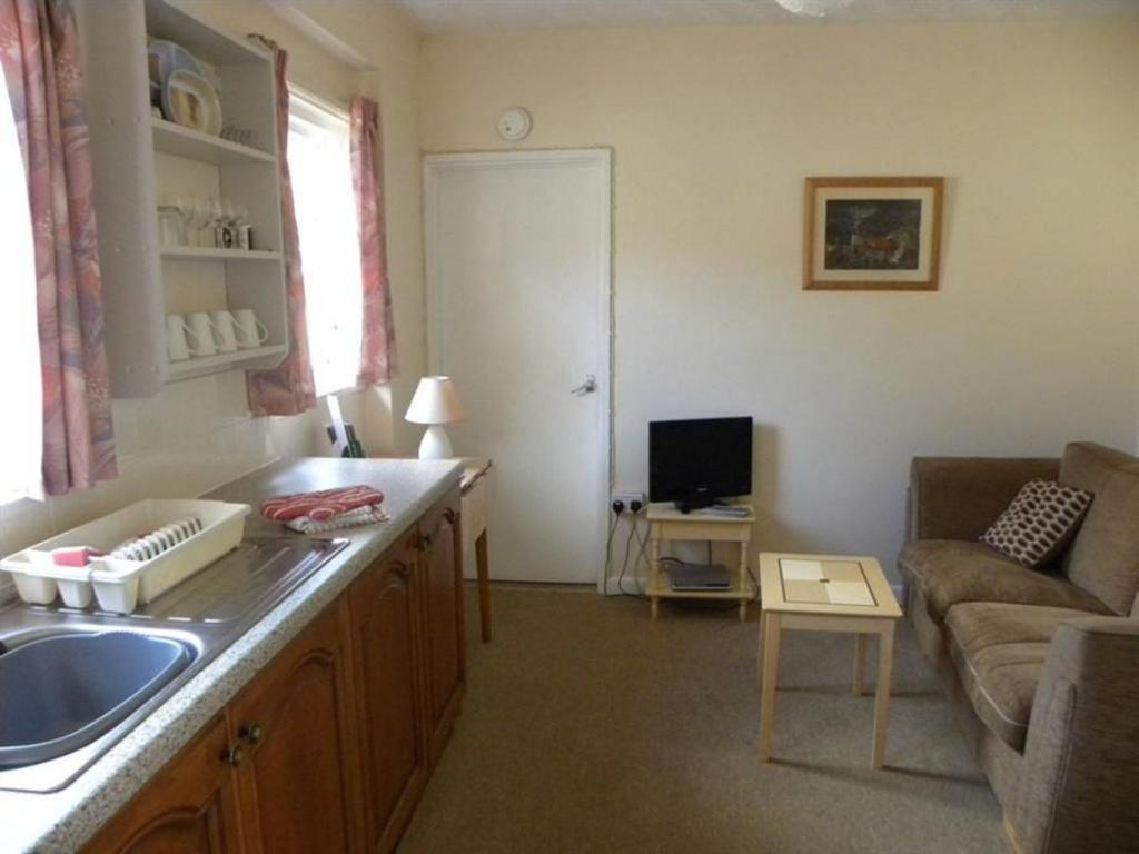 One-Bedroom Bungalow (2 Adults) - Kitchen Court Farm Holiday Bungalows Ltd