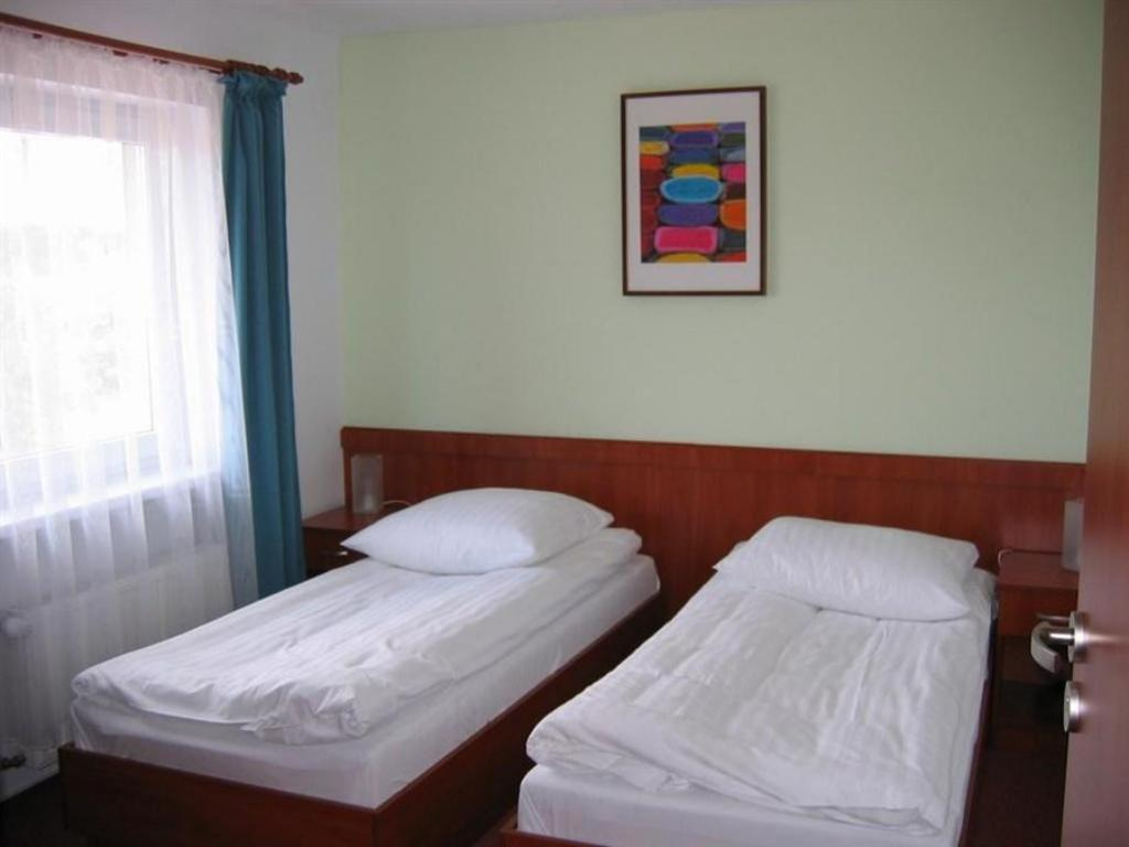 Double or Twin Room - Bed Hotel Angie