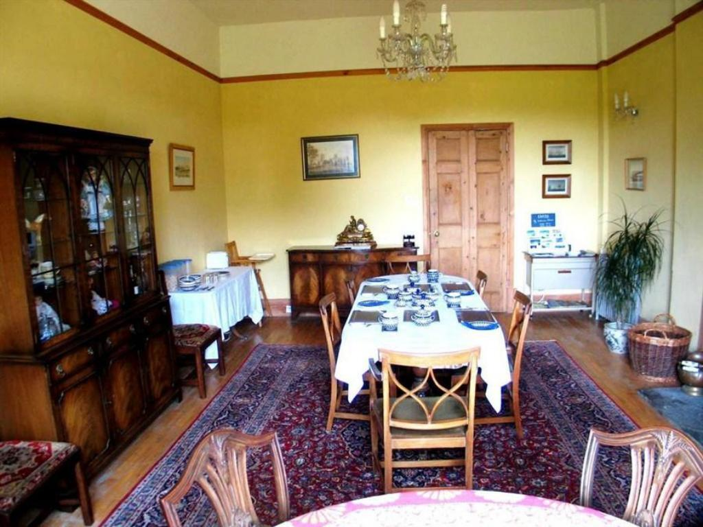 Tampilan interior Lamphey Park Guest House