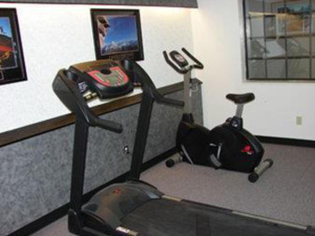 Fitness center Quality Inn & Suites