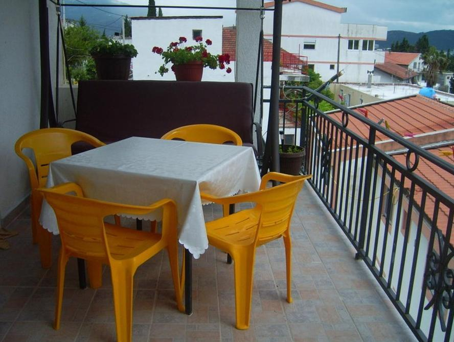 Enosobni apartma s teraso (One-Bedroom Apartment with Terrace)