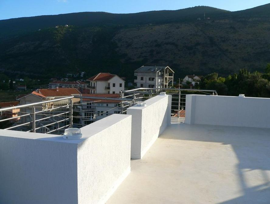Zwei Schlafzimmer Apartment mit Terrasse and Meerblick (Two-Bedroom Apartment with Terrace and Sea View)