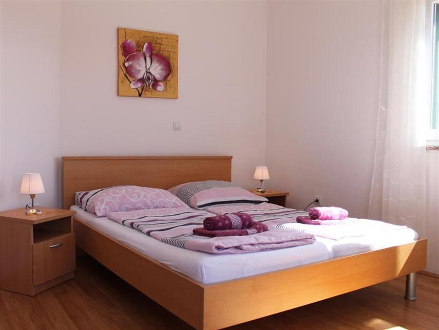 Udobna enoposteljna soba z balkonom (Comfort Single Room with Balcony)