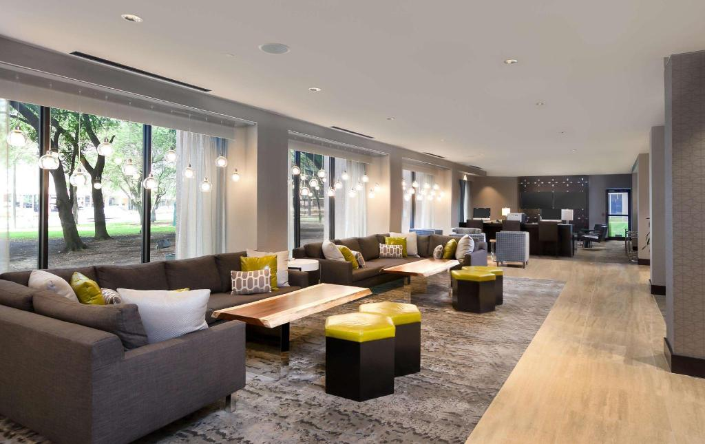 Vestíbulo DoubleTree Suites by Hilton Houston by the Galleria