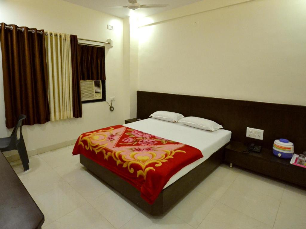 Double Air Conditioning - Bed Hotel Bandhan