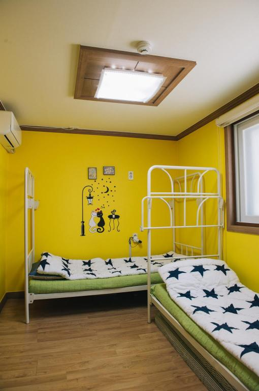 Standard Twin Bed Room - Bed Haeundae We Guest House