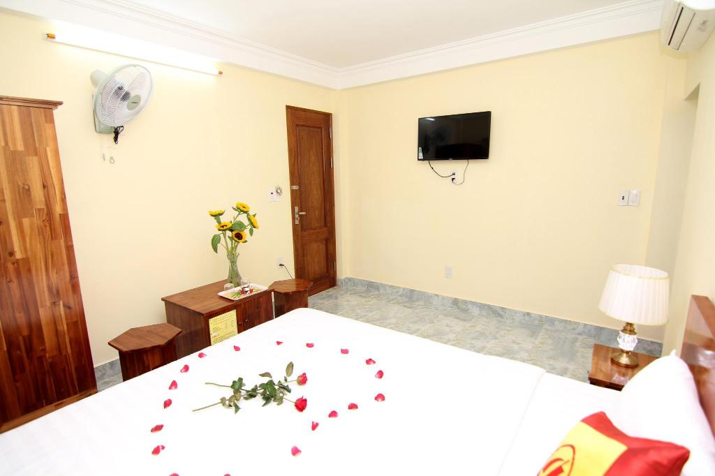 Double Room - Bedroom Huong Cang Hotel