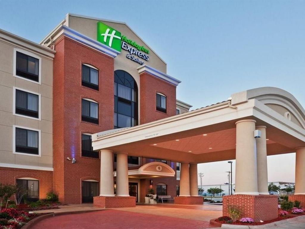 Holiday Inn Express Suites Emporia Northwest